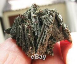 WHOLESALE. LOT of 24 EPIDOTE CRYSTALS & ACTINOLITE from PERÚ. THUMBNAIL PIECES
