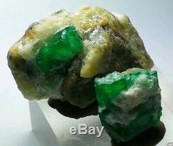 131 Carats 2 Pièces Parfaitement Emeraude Cristal Spécimen De La Mine De Swat Au Pakistan