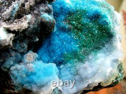 Chrysocolla Blue To Green Drusy Quartzs On Matrix From Chile. Pièce Maîtresse