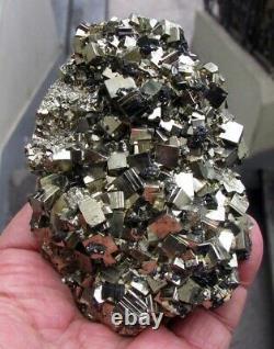 Cristaux Cubiques Brillants De Pyrite, Sphalerites Et Calcites Pérou. Pièce Merveilleuse