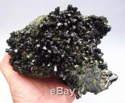 Épidote Gemmy Green Crystals Sur Matrix De Perú. Chef-d'oeuvre