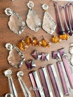Grand Lot De 63 Pièces De Prismes En Cristal Antiques Différentes Tailles Et Couleurs De Formes