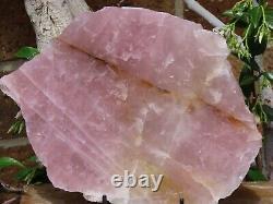 Grande Pièce Polonaise D'affichage En Cristal De Quartz De Rose Avec Le Stand