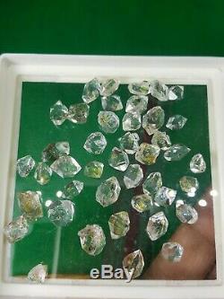 Les Cristaux De Diamant Petrolium 42 Pièces Avec Essence Visible Jaune À L'intérieur