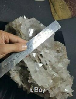 Magnifique Grand Morceau De Qualité De Musée De Quartz Cluster Ayant Une Forme Geode Intérieur