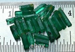 Natural Green Color Rough Emerald Crystal Lot (22 Pièces)10.15 Carat