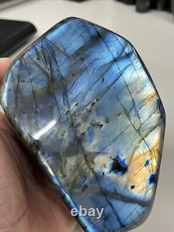 New Labradorite Standing Piece Avec Amourement Flash Mined In Madagascar 830g (10)