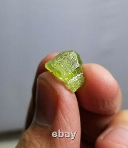 Petite Taille Gemmy Peridot Rugueux Avec Cristallisation Agréable Dans La Plupart Des Pièces 620 G