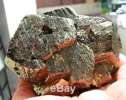Pyrite Brillants Cristaux Pentadodecahedral Sur Matrix Pérou. Piece En Suspens