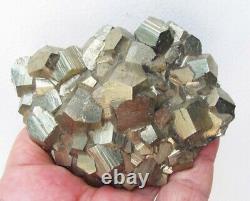 Pyrite Brilliant Crystaux Pentadodécédéraux Sur Matrix Du Pérou. Pièce Wonderful