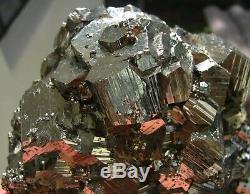 Pyrite Shining Pentadodecahedral Cristaux Du Pérou. Chef-d'oeuvre