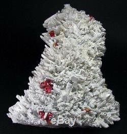 Realgar Couleur Rouge Crimson, Blanc Calcite Et Quartzs Du Pérou. Piece Fantastique