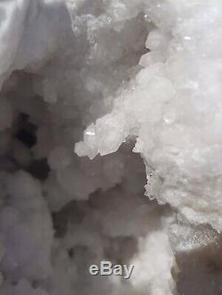 Superbe Grande Pièce À Quartz 1,6 KG Geode, Guérison Cristal