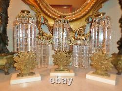 Trois Antique Piece Girandole Set Avec Marbre Base Et Énorme 7 Long Crystal Prism