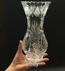 Vase En Verre Coupé En Cristal. Épouse Brillante Américaine. Pièce Finement Coupée